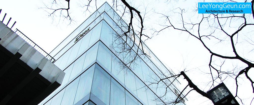 디올오모테산도(ディオール表参道)/SANNA(세지마카즈요+니시자와류에)