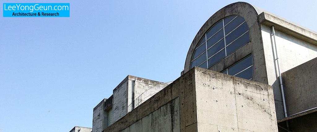 요코하마시립나미키초등학교(横浜市立並木第一小学校)/마키후미히코(槇文彦)